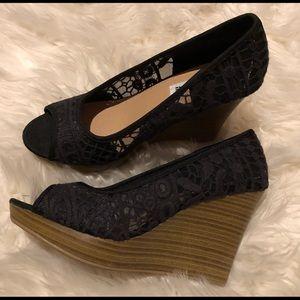 American Eagle black lace Wedge heels 6 1/2